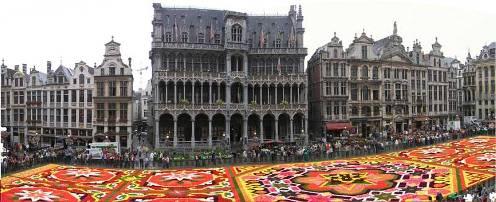 Alfombra de flores en la Grand Place de Bruselas