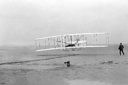 El primer vuelo a motor