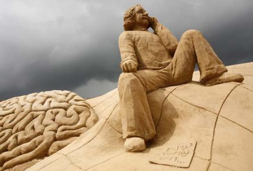 Einstein en figura de arena