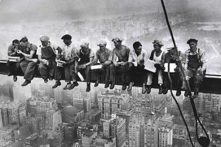 Foto sorprendente de un almuerzo en el cielo