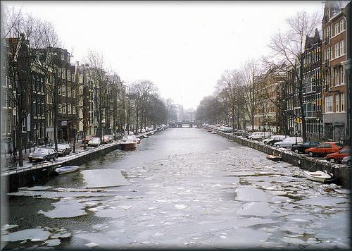 canales-de-amsterdam-con-hielo