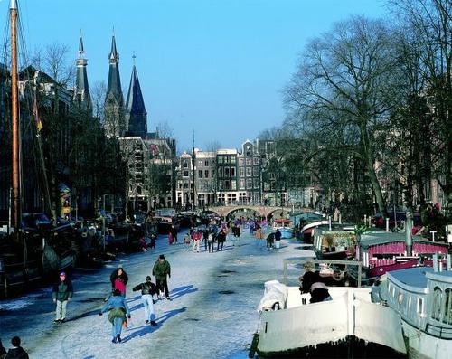 canales-de-amsterdam-congelados