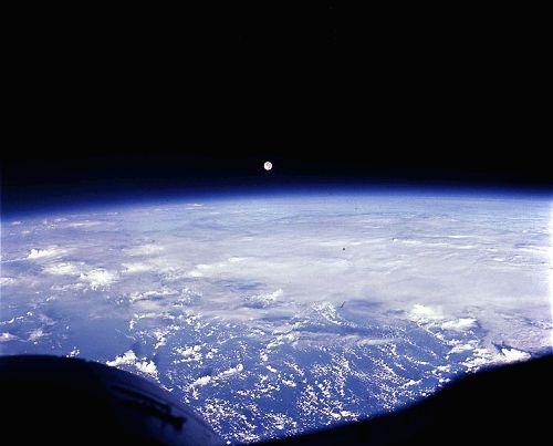 la Luna sobre el Atlántico