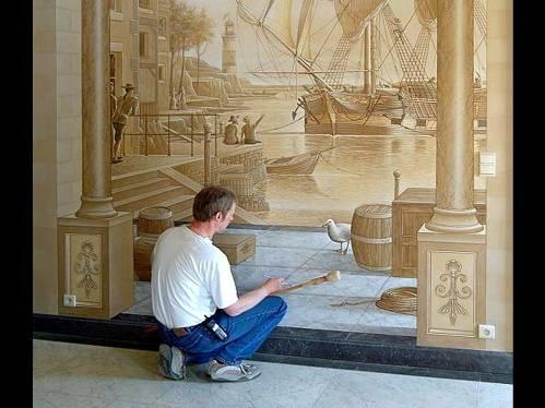 Pintor decorando pared
