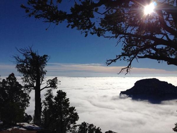 Atardece entre nubes en el Gran Cañon