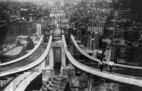 El Puente de Manhattan en construccion