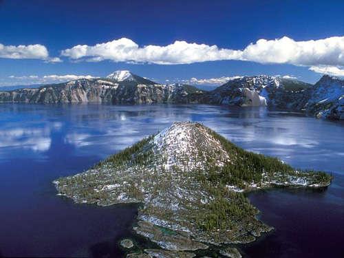 Islas en mar azul