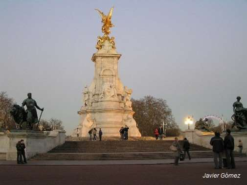 Monumento frente a Buckingham palace