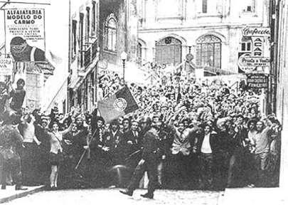 Revolución de los claveles 2