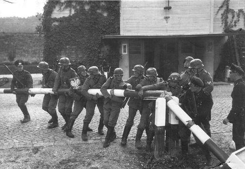 alemanes-invadiendo-polonia-en-1939