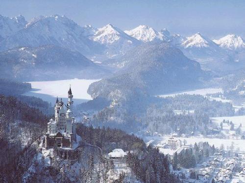 castillo Neuschwanstein bajo la nieve