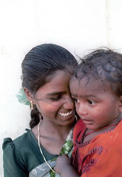 Madre e hijo en India