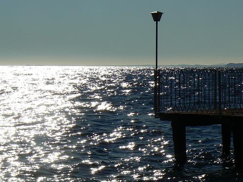 Muelle frente al mar