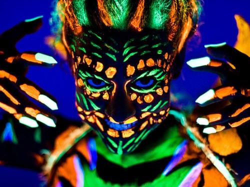 tatuaje fluorescente no permanente