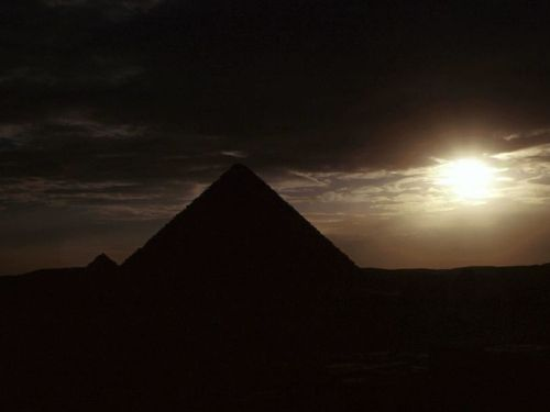 Piramides a Contraluz